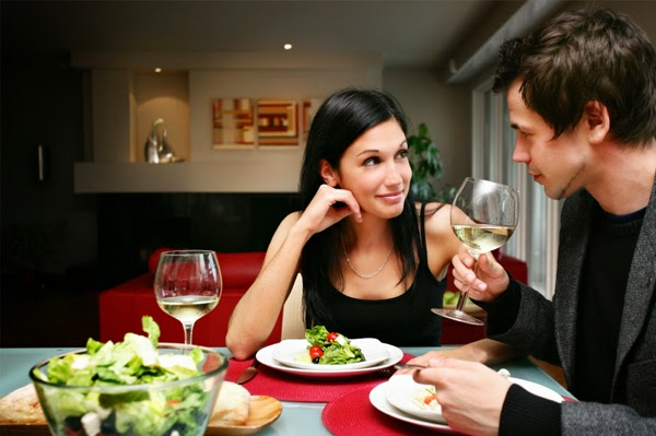 vdd-happy-couple-at-home-having-dinner