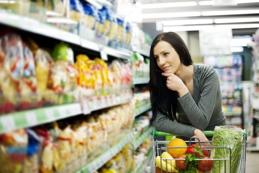 woman-at-grocery-store-looking-at-shelves-e1427317951142