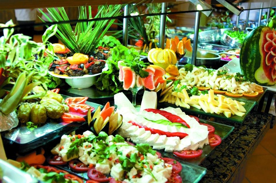 Різноманітні страви місцевої кухні