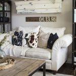 Декоративні подушки прикрашають оселю