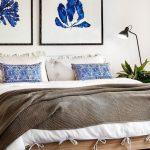 Гарна ковдра на ліжку