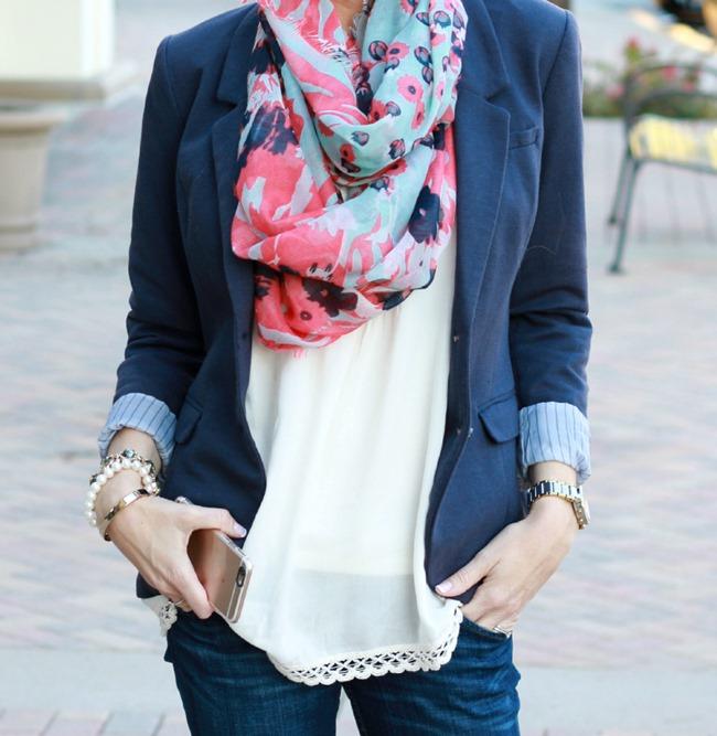 різнокольорові шарфики