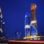 Яскравий готель в Дубаї