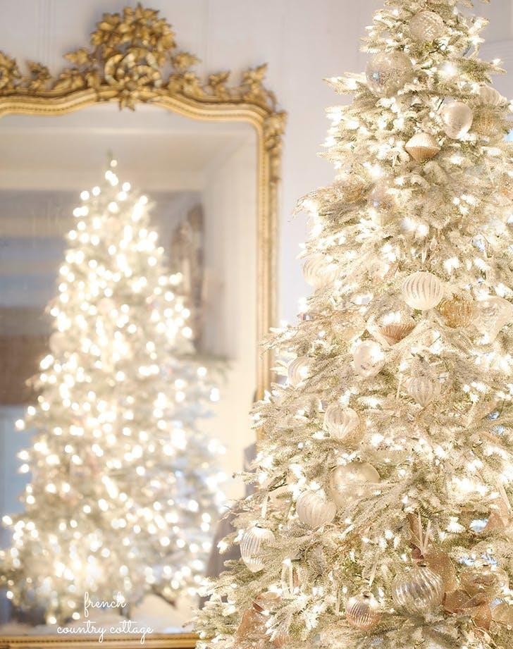 Білі ялинки новорічний тренд