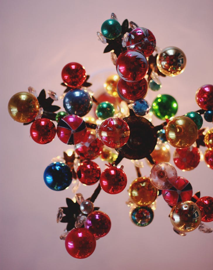 Прикрасити люстру для Нового року