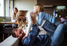 Чому дитині обов'язково потрібно грати з татом